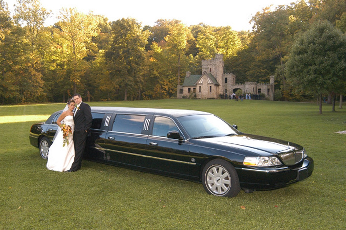 First Class Limos Award Winning Limo And Party Bus Services