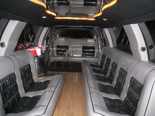 Lincoln Navigator Limo - Navigator Limousine - in Cleveland Ohio Columbus and Pittsburgh
